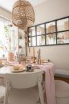 Pastelkleuren tafel dekken
