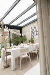 wit gedekte tafel tuinkamer